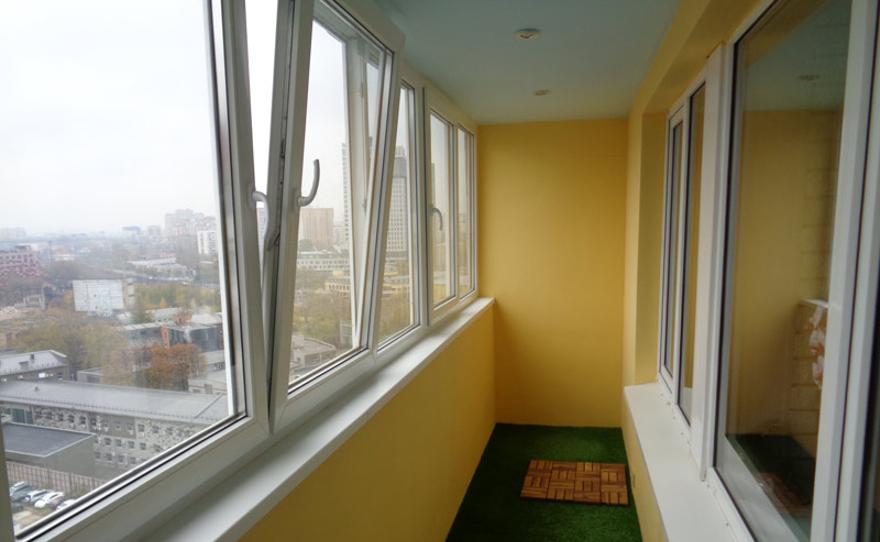 Остекление балконов и лоджий пластиковыми окнами из профиля .