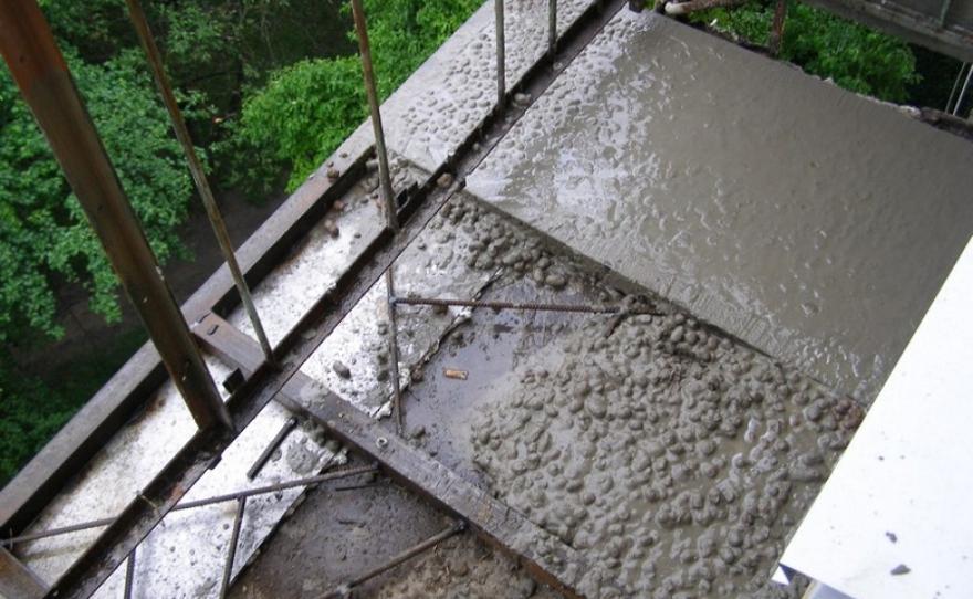 Стяжка пола на балконе (лоджии) в тюмени.