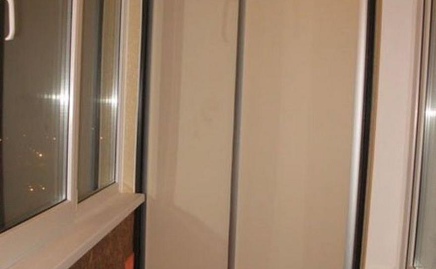 Угловой шкаф купе на балконе своими руками.